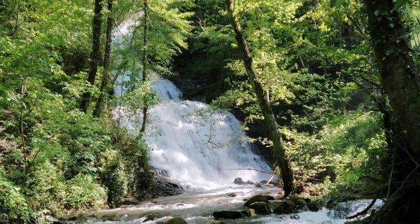 trekking cascate montagna fiorentina